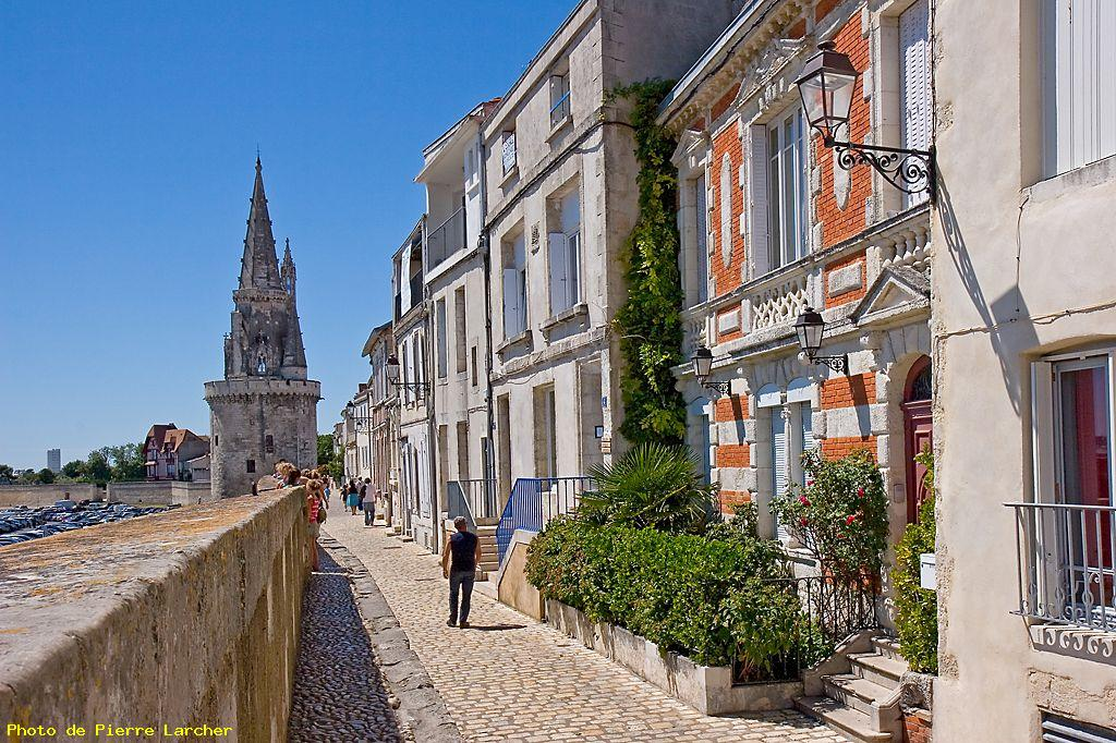Rue sur les remparts la rochelle photo grand format for Piscine la rochelle