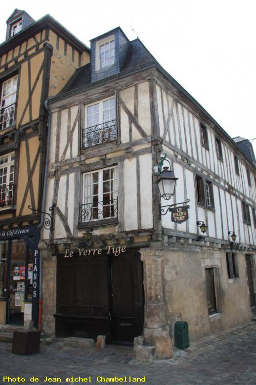 photo colombage d 39 une maison dans les rues du vieux mans le vieux mans ref 13585. Black Bedroom Furniture Sets. Home Design Ideas