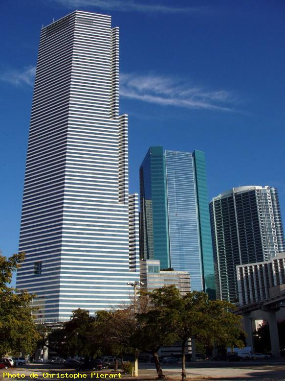 ZOOM : Bank of america tower - Miami