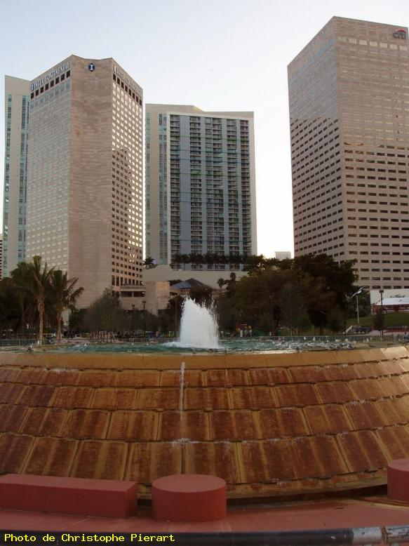 ZOOM : Buildings; vue de bayfront park - Miami