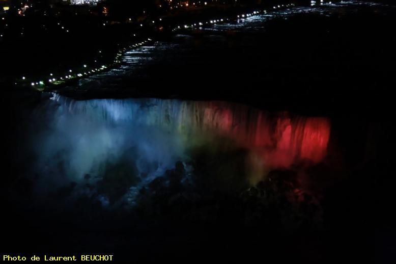 ZOOM : Les chutes américaines by night - Niagara falls - on - canada