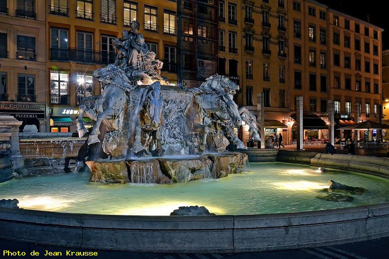 Fontaine Bartholdi - Lyon ( 69 - France )