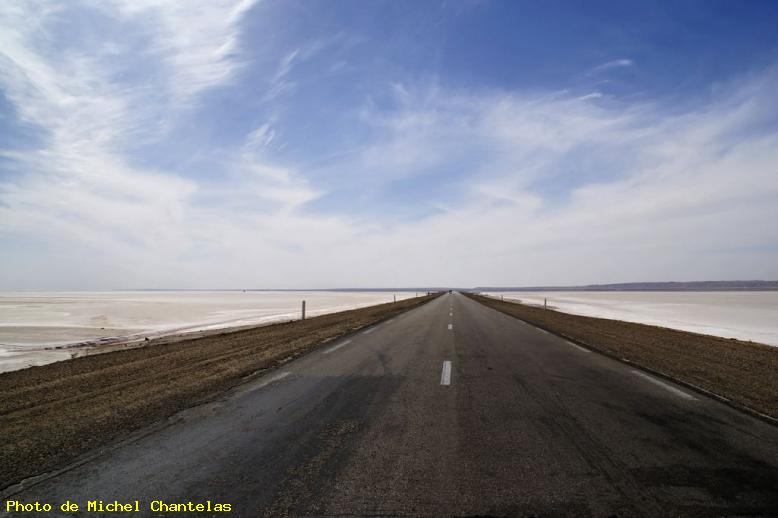 ZOOM : L'unique route - Chott el djerid