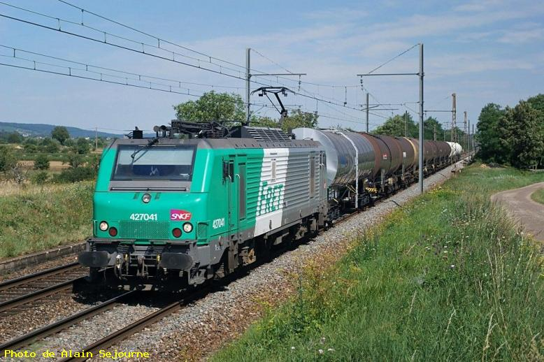 ZOOM : Bb 27041 emmenant un train de citernes sur lyon - Morey saint denis