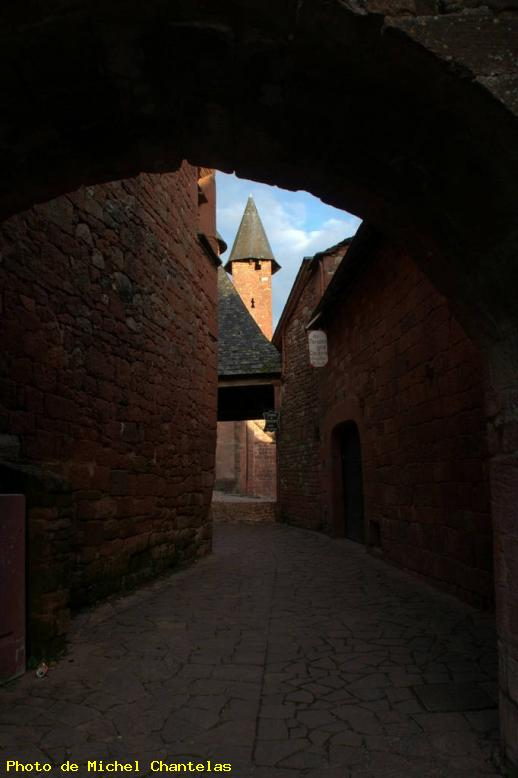 ZOOM : Le passage - Collonges la rouge