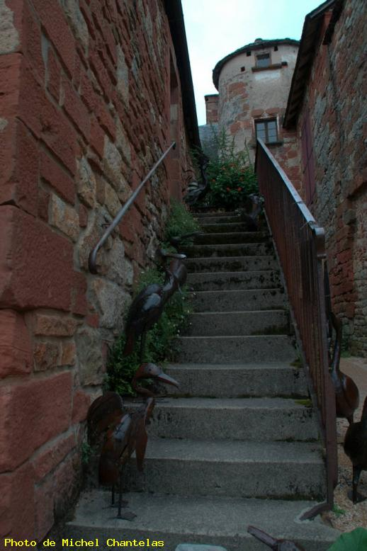 ZOOM : L'escalier - Collonges la rouge