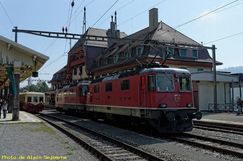 ZOOM : Locomotive re4/4ii et picasso en gare - Vallorbe