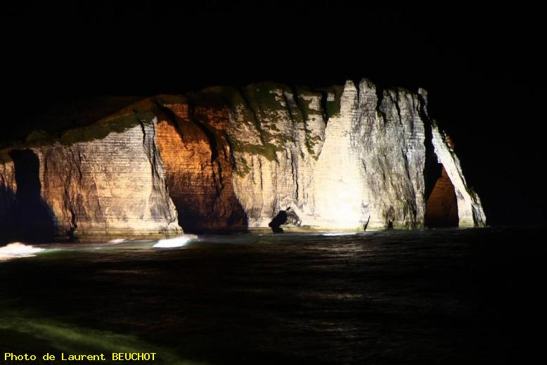ZOOM : Les falaises by night - Etretat